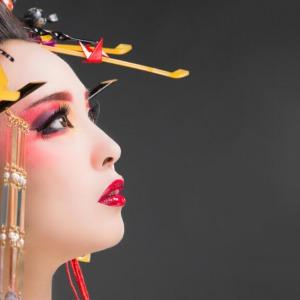 化粧について「黒と紅」